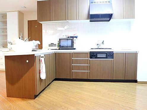 中古マンション-伊東市富戸 [キッチン]L字型のキッチンで使いやすく収納も十分です。