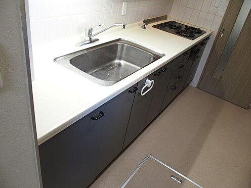 中古マンション-多摩市豊ヶ丘3丁目 約4.1帖のキッチンはワイドシンク、調理スペースも十分な広さで毎日の家事もはかどります。