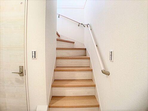 新築一戸建て-名古屋市名東区梅森坂3丁目 手すり付きの階段でご年配の方や、お子様も安心です。