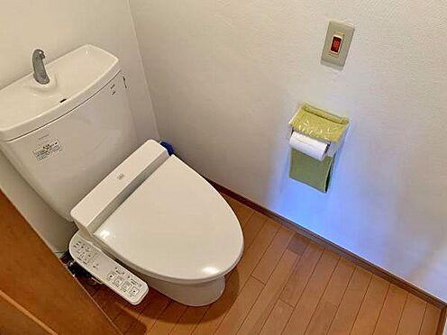 中古マンション-伊東市富戸 ≪トイレ≫ 温水洗浄機能付きのトイレです。