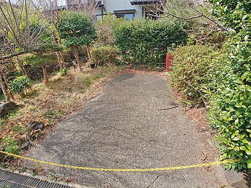 中古一戸建て-伊東市富戸大室高原 現況一台の駐車場ですが平坦地ですので造作可能です。