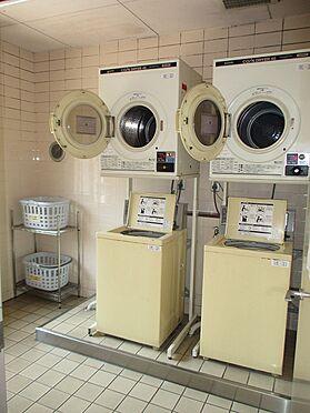 中古マンション-大阪市東成区東中本2丁目 コインランドリーです