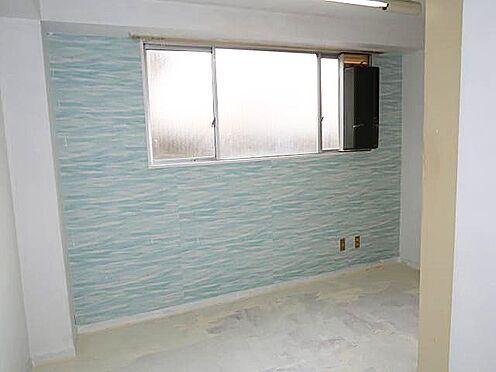 中古マンション-八王子市南新町 床を白色にペンキ(ハンドメイド)塗装しています。塗装し直しをお勧めします♪