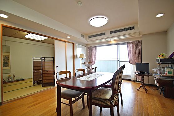 中古マンション-熱海市林ガ丘町 今も別荘利用中のお部屋につき荷物はまだあります。