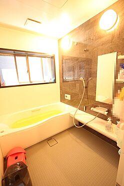中古一戸建て-大和高田市三和町 半身浴もゆっくり楽しめる広々浴室。お子様と一緒のバスタイムも楽しめますね。