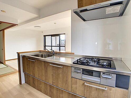 中古マンション-名古屋市名東区神丘町2丁目 カウンター式キッチンでリビングを見渡しながらお料理が可能です。