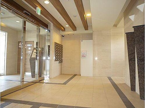 マンション(建物一部)-大阪市福島区大開2丁目 明るく綺麗なエントランス。オートロック付きで防犯にも配慮あり。