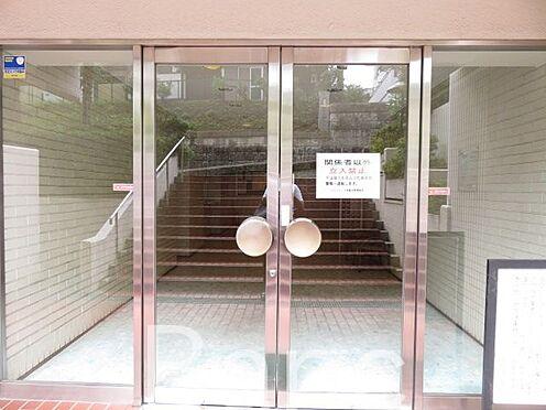 中古マンション-港区三田4丁目 綺麗に管理されたエントランスです。