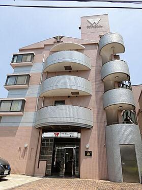 マンション(建物一部)-狛江市東和泉1丁目 エントランス入口には駐車場完備されております