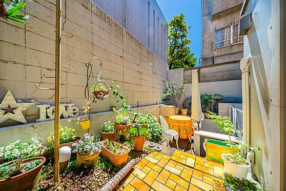 区分マンション-港区南麻布3丁目 専用庭約13.78平米 (植栽・家具などは販売価格に含まれません。)