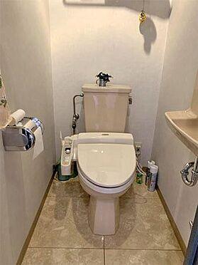 中古マンション-伊東市川奈 〔トイレ〕保温・洗浄機能付きのトイレとなっています。