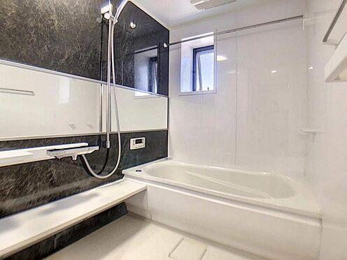 中古マンション-豊田市若林西町塚本 窓付きの浴室は換気もさることながら、日中は浴室内も明るいのが良いですね。