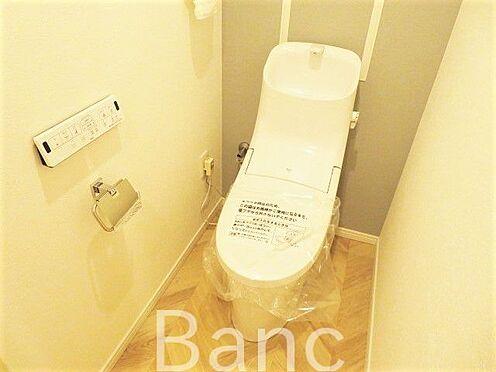 区分マンション-横浜市保土ケ谷区和田2丁目 リラックス空間でもあるトイレは、落ちついた色調の内装に。