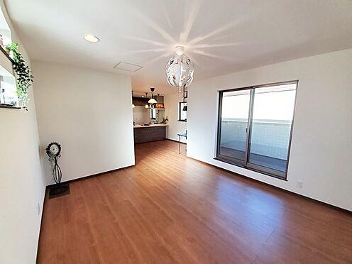 新築一戸建て-八王子市堀之内2丁目 別角度からのリビングの居間スペースです。