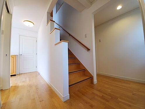 中古一戸建て-八王子市南陽台1丁目 階段は1段1段がそんなに高くなく上り下りしやすかったです。