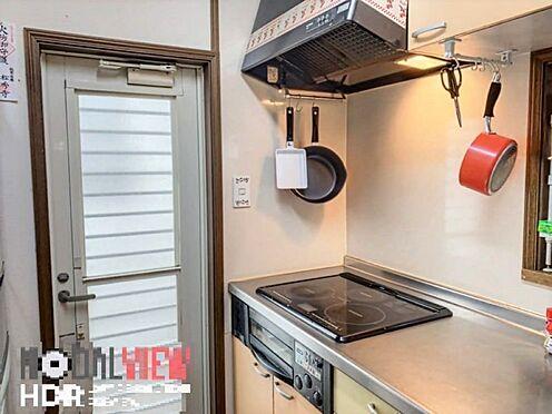 戸建賃貸-刈谷市野田町西田 キッチン横が勝手口がなっておりお買い物したものをそのまま運ぶこともでき便利です。