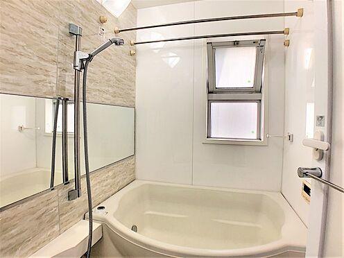 中古マンション-名古屋市天白区井の森町 1日の疲れを癒す浴室♪窓も付いているので換気もできます♪