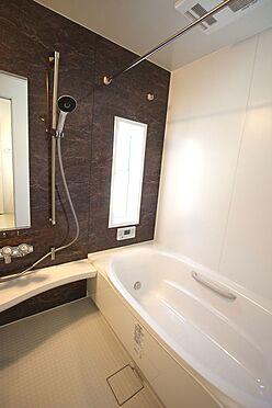 新築一戸建て-磯城郡田原本町大字阪手 半身浴もゆっくり楽しめる1坪の広々浴室。お子様と一緒のバスタイムも楽しめますね。