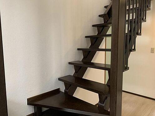 中古一戸建て-豊田市深見町鳥目 ストリップ階段でデザイン性が高く、光も取り込みやすいです♪