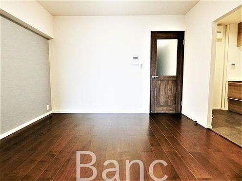 中古マンション-葛飾区水元1丁目 ダイニング約6.1帖、奥のキッチンは役2.8帖のスペースがあります。