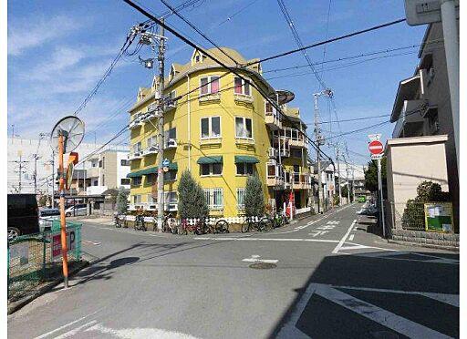 マンション(建物全部)-八尾市桜ヶ丘3丁目 東南角地方向かの外観図です。