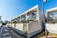 見明川団地は戸建て感覚で住めるRC造2階建てテラスハウスです。