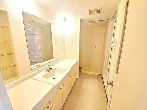 区分マンション-多摩市鶴牧4丁目 とても大きな洗面化粧台です。
