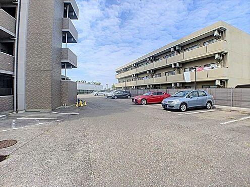 中古マンション-名古屋市守山区緑ヶ丘 広々とした駐車場がございます。
