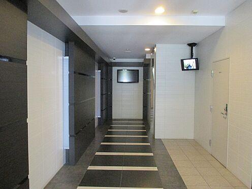 マンション(建物一部)-福岡市東区箱崎2丁目 エントランス内、エレベータ前にはエレベーター内が分かるモニター付き