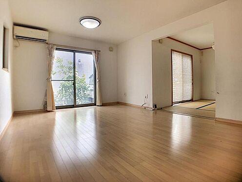 戸建賃貸-安城市和泉町八斗蒔 ナチュラルな木目調の床から木のぬくもりを感じられる16帖のLDK。