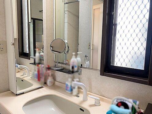 中古一戸建て-八王子市南陽台1丁目 ワイドタイプの洗面化粧台です。