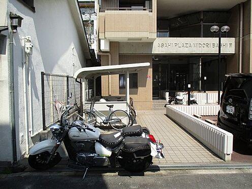 中古マンション-大阪市東成区東中本2丁目 裏側のエントランスアプローチです