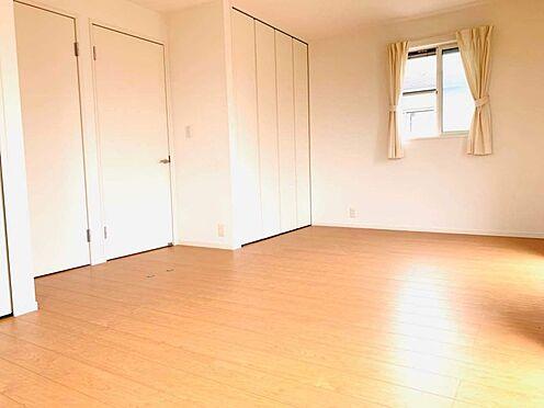 中古一戸建て-津島市百島町字居屋敷 洋室はライフスタイルに合わせて繋げても、仕切って5.4帖づつとしても利用可能!