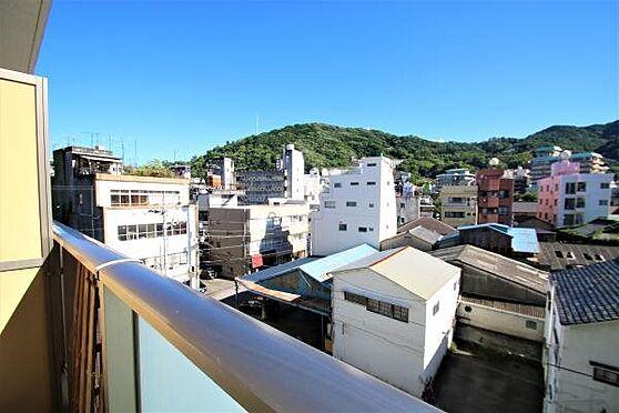 リゾートマンション-熱海市清水町 眺望1:熱海の雄大な山を一望。南向きなので冬場は室内まで陽が射し込みます。