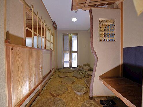 中古マンション-品川区八潮5丁目 玄関扉にはドア用網戸もついていますので、通風が取りやすいです。