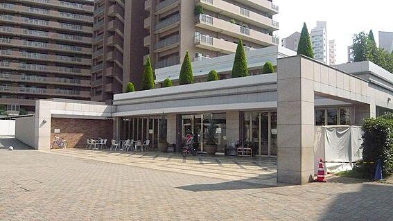 中古マンション-八王子市鑓水2丁目 管理棟(フィーネスクエア)にはミニコンビニもあります。