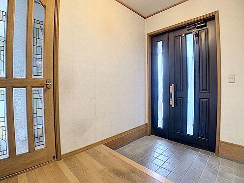 中古一戸建て-豊田市前林町桜田 重厚感のある玄関扉です。玄関がお洒落だと家全体も素敵に見えます♪