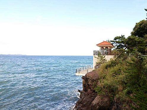 中古マンション-熱海市上多賀 敷地内にある東屋。間近に迫る海の「迫力」を感じて下さい。