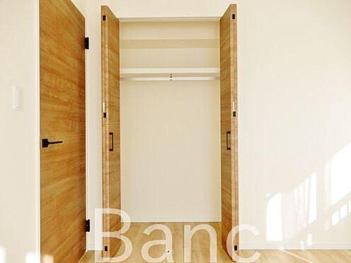 中古マンション-江東区辰巳1丁目 お洋服等が収納できるクローゼットです。