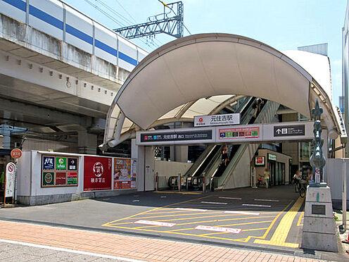 アパート-川崎市中原区木月住吉町 東横線「元住吉」駅まで640m、車両基地があるため始発電車も数本あります。駅西側にある「ブレーメン通り商店街」は活気があります。