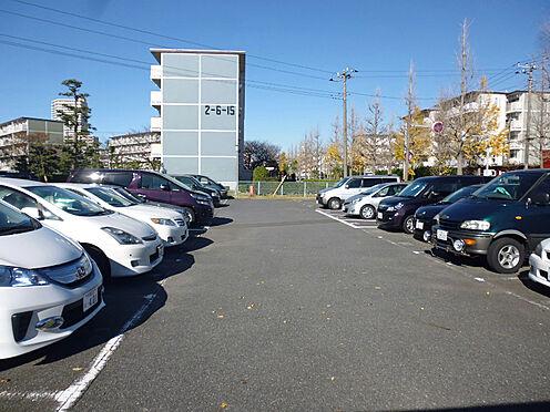 中古マンション-千葉市美浜区高洲2丁目 舗装された敷地内の駐車場です!