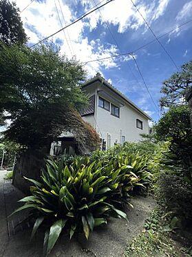 戸建賃貸-横須賀市上町4丁目 【外観】 緑豊かな環境。自然と心が休まります。