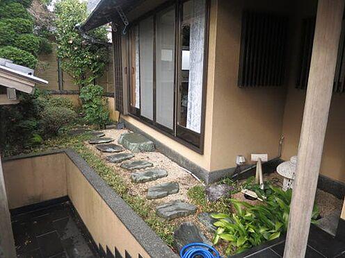 中古一戸建て-熱海市上多賀 道路側(南側)に庭園が造られています。