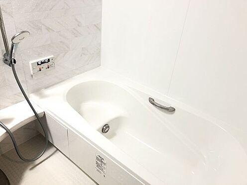 中古一戸建て-名古屋市中村区沖田町 ゆったり足が伸ばせるので、毎日の疲れを癒やすバスタイムを実現。ご家族みんなでも入れますね♪浴室換気乾燥暖房機付きで浴室内干しも可能!