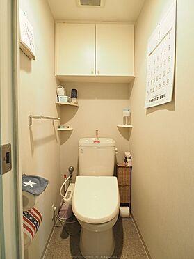 中古マンション-浦安市東野2丁目 ウォシュレット付きトイレ。壁面収納もあります。