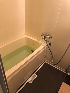 中古マンション-八王子市別所2丁目 浴室の壁は塗装だそうですが、とても綺麗に仕上がっています。