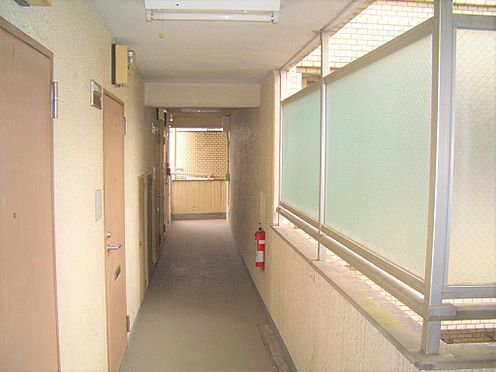 マンション(建物一部)-横浜市港北区樽町1丁目 廊下です。