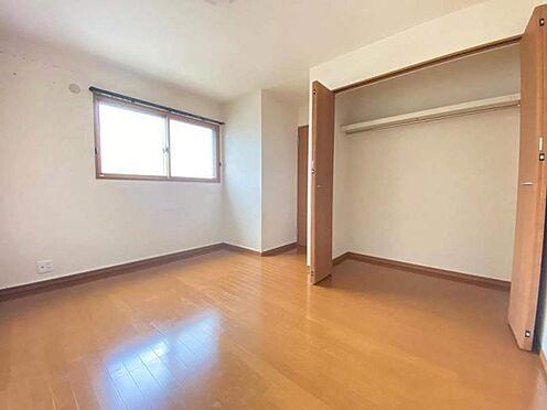 戸建賃貸-東海市加木屋町畑尻 2階に洋室が3部屋。全居室広々としています!