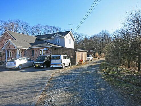 店舗付住宅(建物全部)-北佐久郡軽井沢町大字長倉 住居部分へは西側の私道を通って入ります。