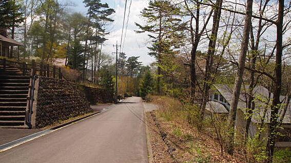 土地-北佐久郡軽井沢町大字長倉鶴溜 しっかりと整備された前面道路です。